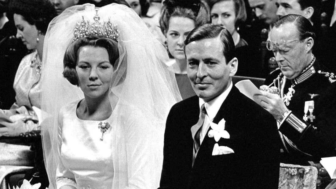 Prinzessin Beatrix der Niederlande und Claus von Amsberg bei ihrer Hochzeit am 10. März 1966 in Amsterdam.
