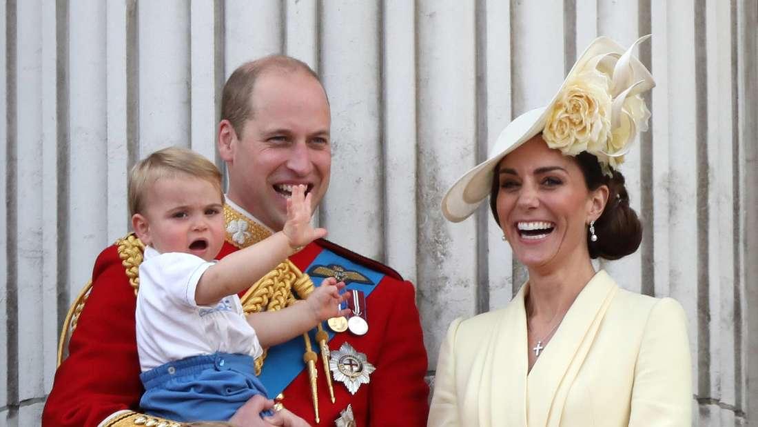 Prinz Louis von Cambridge mit seinen Eltern Prinz William und Herzogin Kate