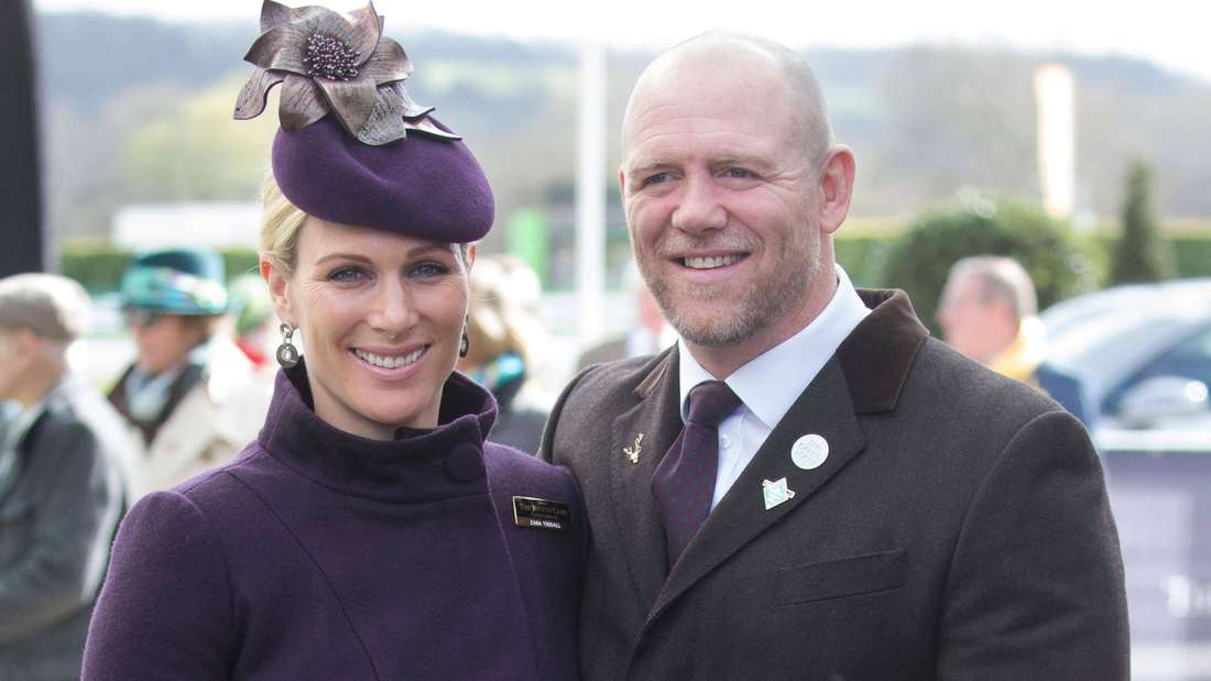 Zara Tindall steht neben ihrem Mann Mike Tindall