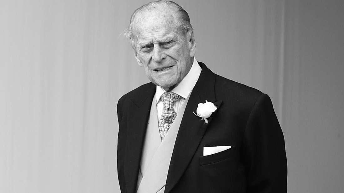 Prinz Philip runzelt die Stirn und schaut in die Ferne.