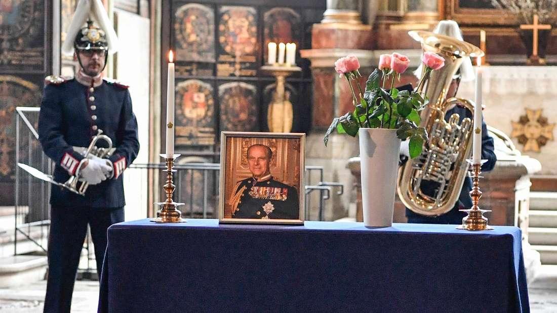 Bei einer Zeremonie in der Riddarholm-Kirche in Stockholm wird Prinz Philip gedacht.