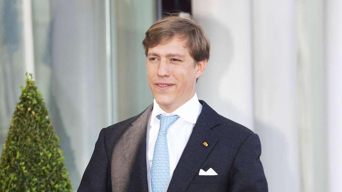 Prinz Louis von Luxemburg mit geschlossenen Händen