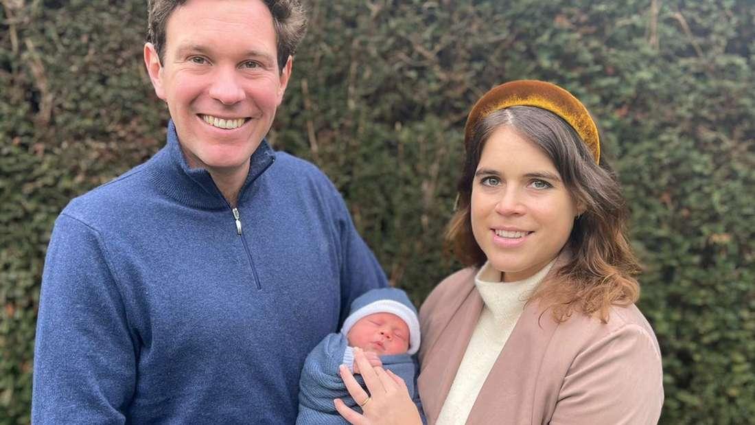 Prinzessin Eugenie und Jack Brooksbank halten ihren Sohn August Philip Hawke Brooksbank in ihrer Mitte auf dem Arm
