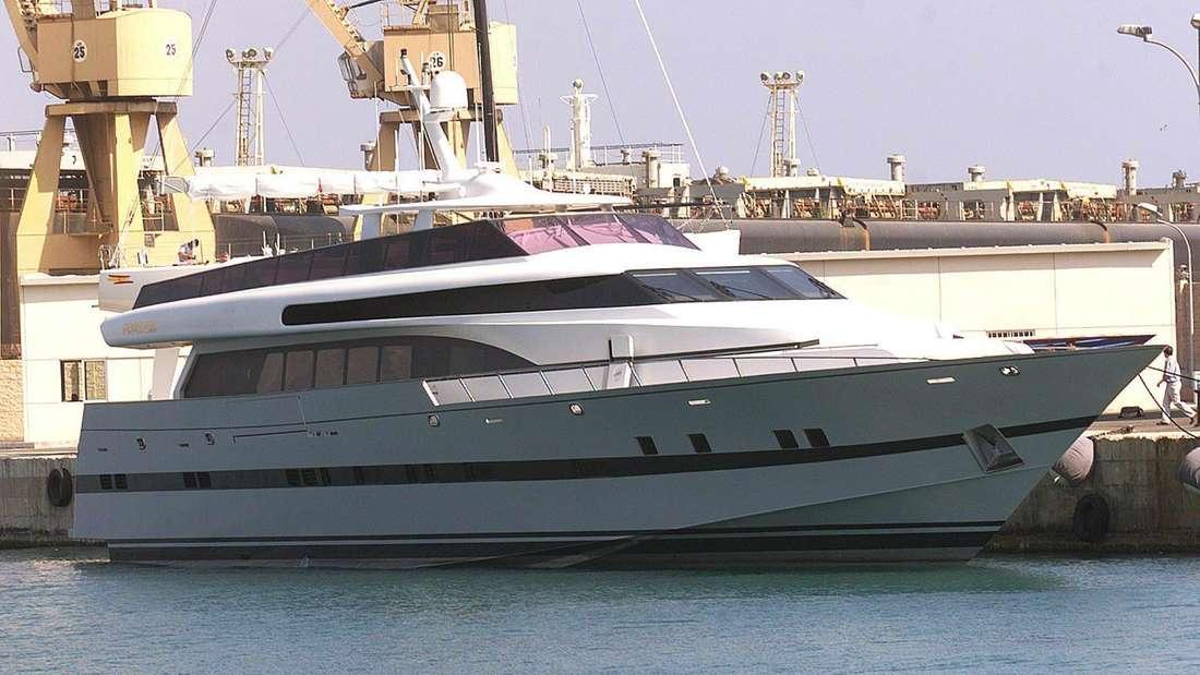 Die Yacht Fortuna liegt im Hafen von Palma de Mallorca.