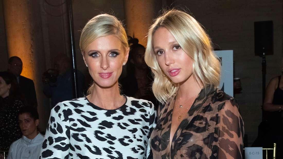 Prinzessin Maria-Olympia von Griechenland und Hotelerbin Nicky Hilton Rothschild   stehen Seite an Seite auf der New York Fashion Week bei Oscar de la Renta
