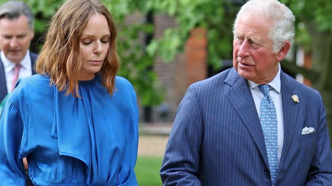 Modedesignerin Stella McCartney und Prinz Charles diskutieren Klimafragen bei einem Spaziergang im St. James's Palace vor dem G7-Gipfel.
