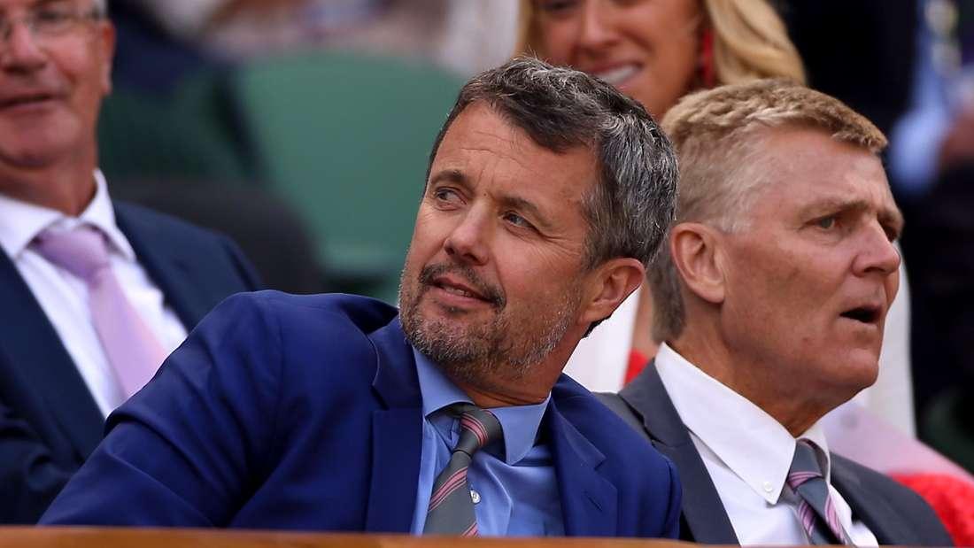 Grand Slam/WTA-Tour/ATP-Tour - Wimbledon: Kronprinz Frederik von Dänemark sitzt in der königlichen Box des Center Court