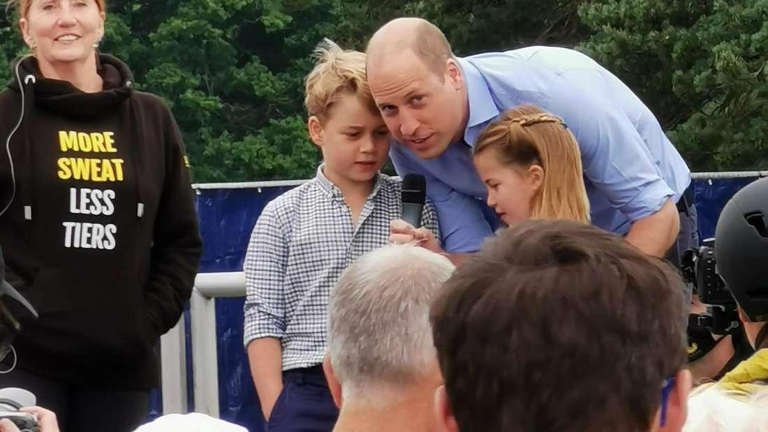 Prinz William (r), Herzog von Cambridge, mit seinen Kindern Prinz George und Prinzessin Charlotte bei einem Spendenlauf.