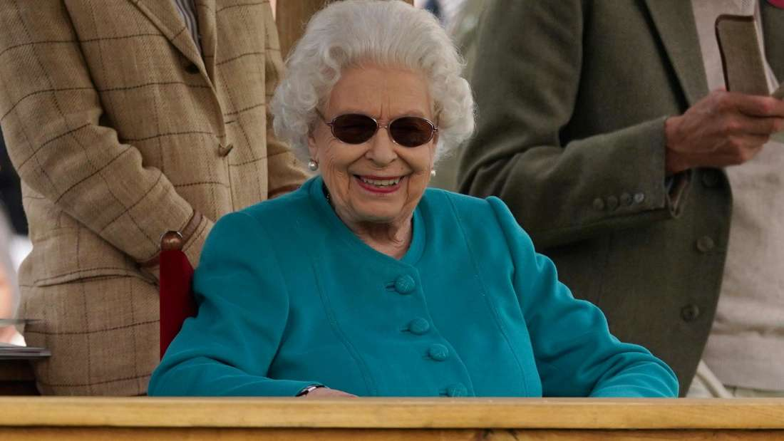 Queen Elizabeth II. mit breitem Lächeln bei der Royal Windsor Horse Show 2021