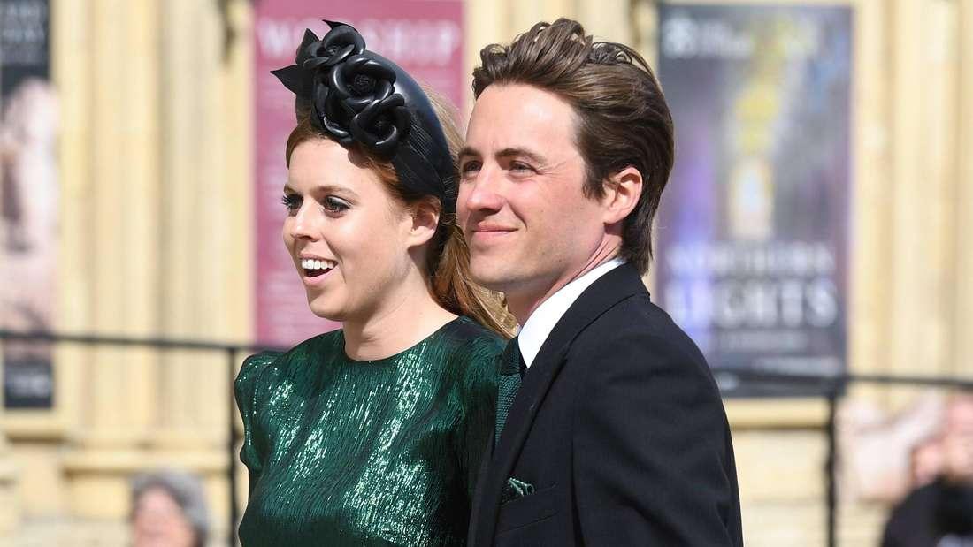 Prinzessin Beatrice von York und ihr Ehemann Edoardo Mapelli Mozzi stehen nebeneinander (Symbolbild).