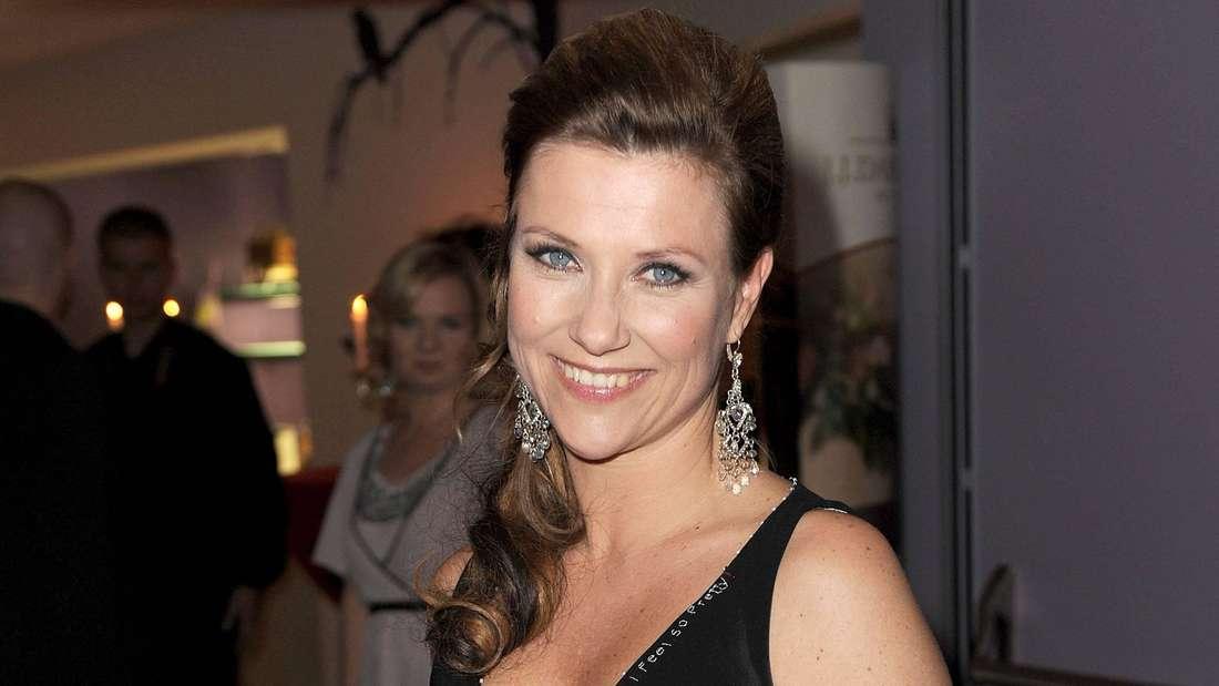 Prinzessin Märtha Louise von Norwegen lächelt.