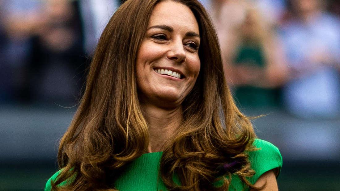 Herzogin Kate lacht schelmisch beim Grand Slam Turnier in Wimbledon