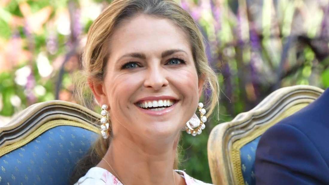 Die schwedische Prinzessin Madeleine lächelt bei einem Event in die Kamera. (Symbolbild)