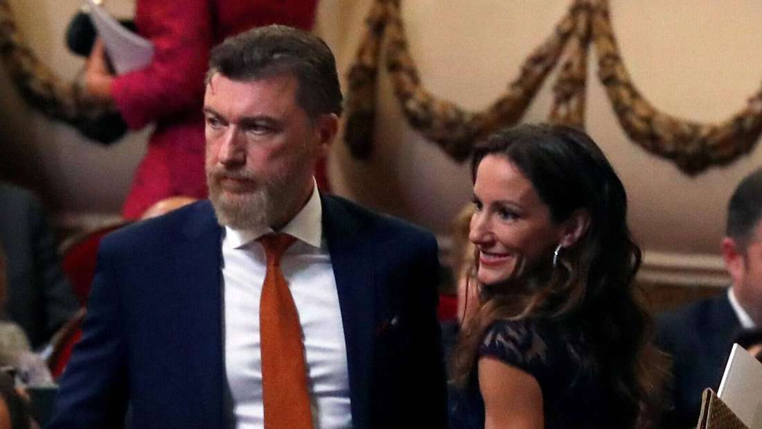 Robert Gavin Bonnar steht neben seiner Partnerin Telma Ortiz.
