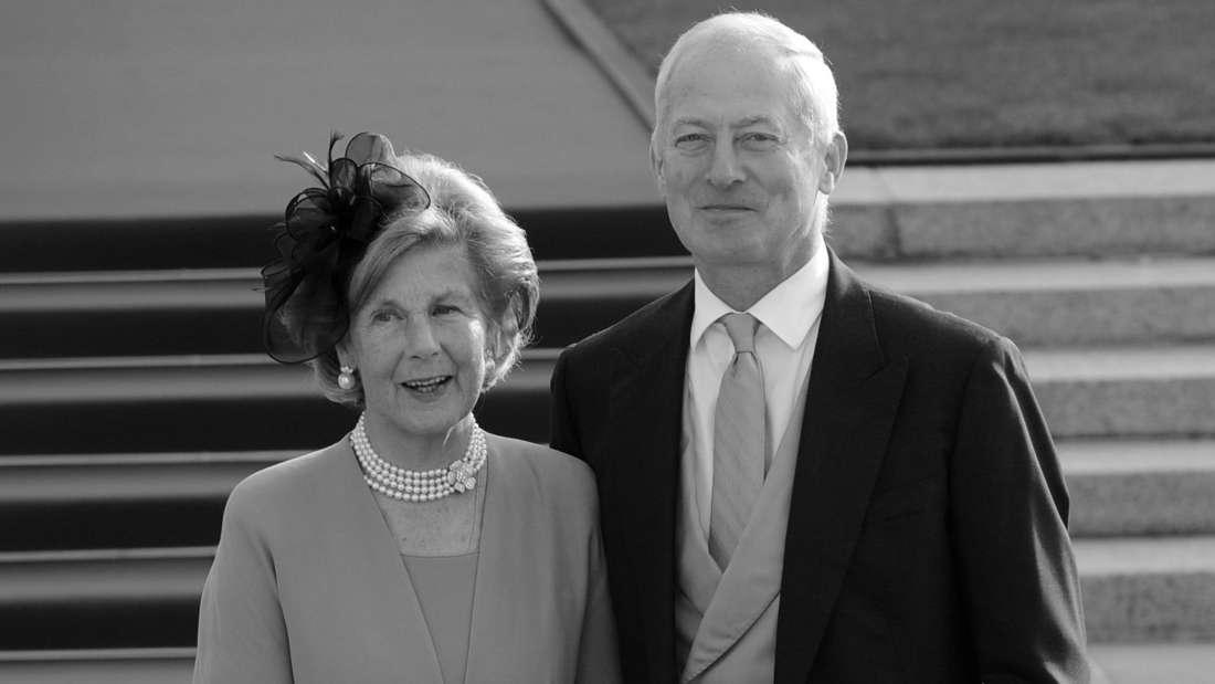 Fürstin Marie und Fürst Hans-Adam II. von und zu Liechtenstein stehen nebeneinander.
