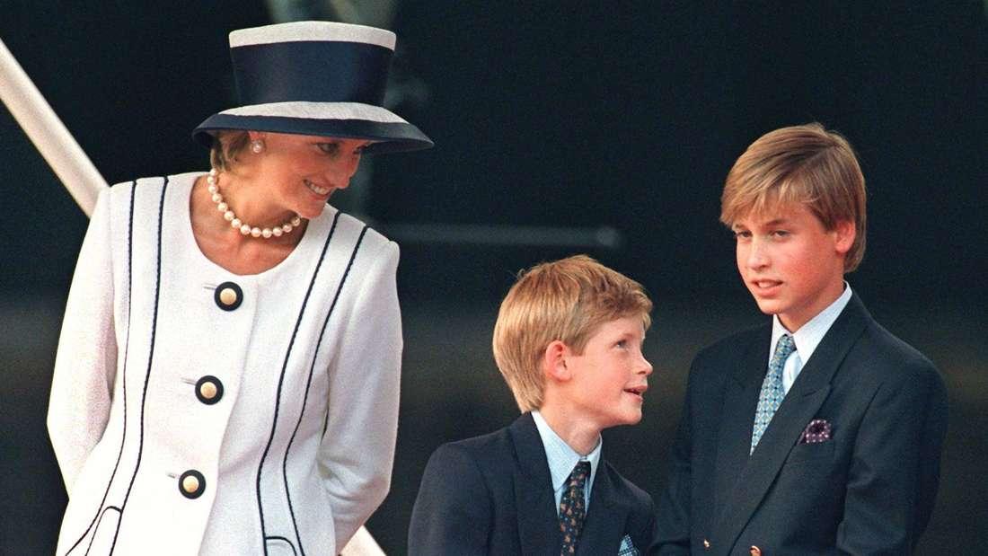 Prinzessin Diana blickt zu ihren Söhnen Prinz Harry und Prinz William.